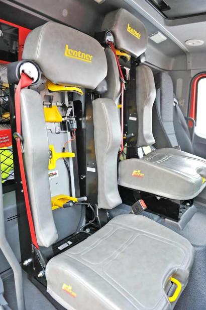 Drei-Personen-Truppkabine-mit-zwei-Atemschutzsitzen.jpg