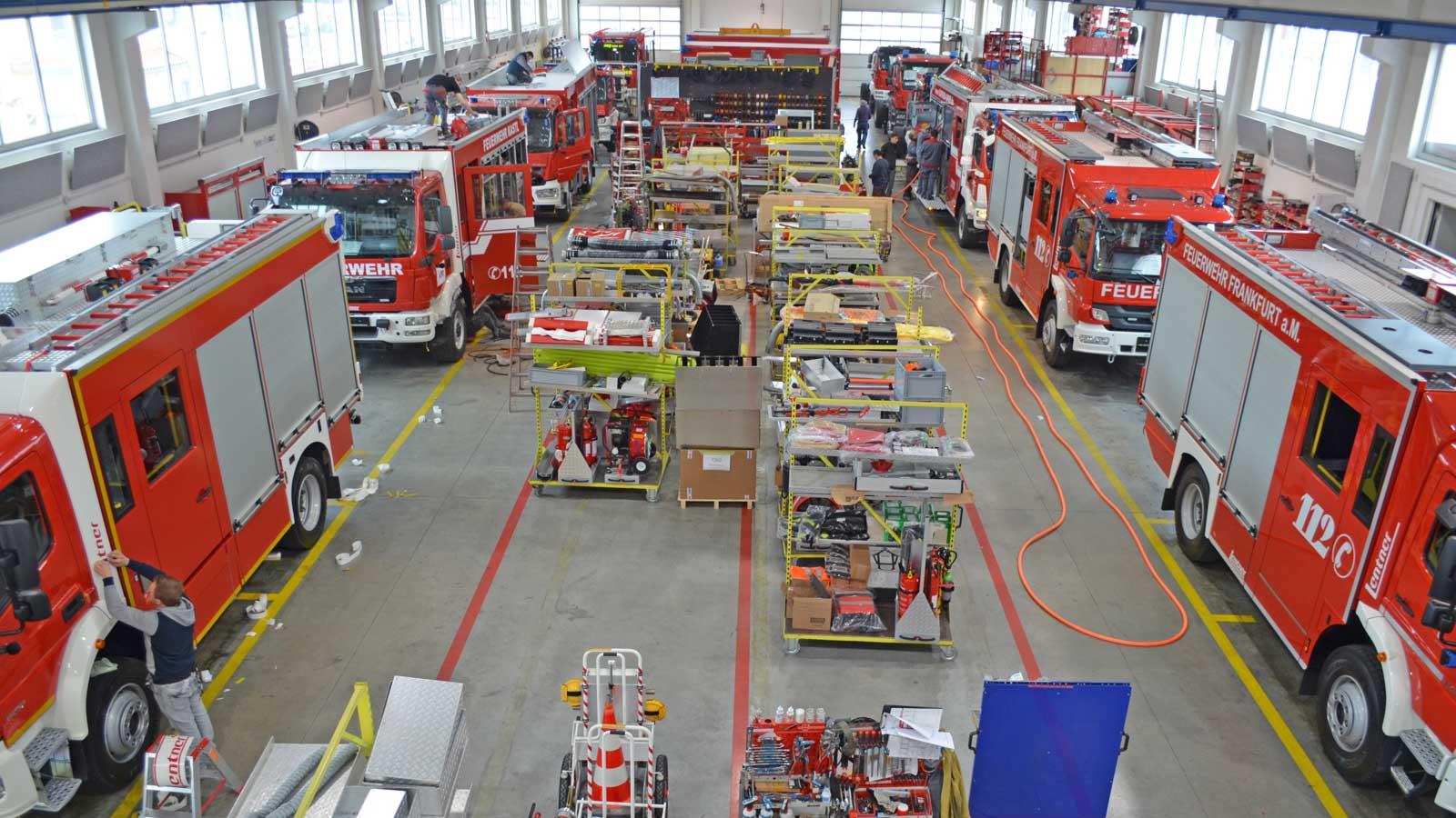 Fertigungsstrassen-in-Werkhalle-2.jpg