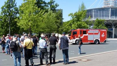 Fotografen-fotografieren-Lentner-Fahrzeug-in-Hannover.jpg