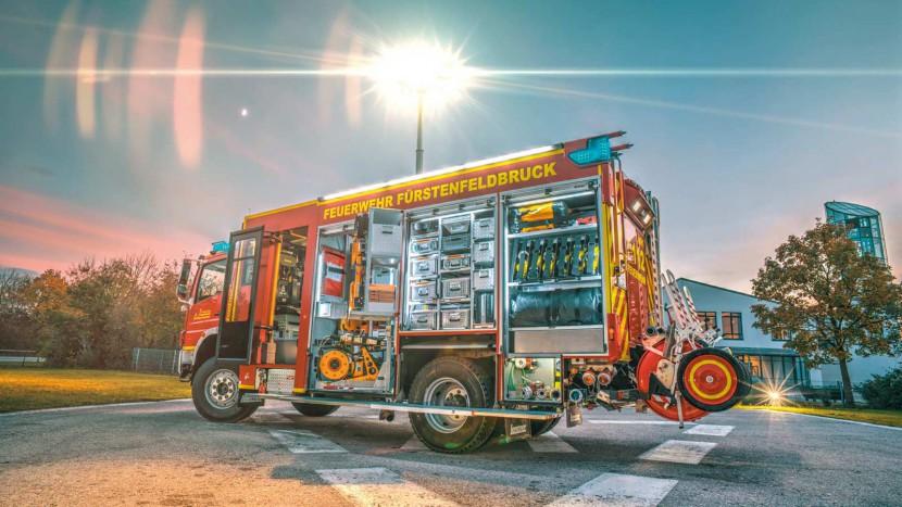 HLF-20-16-der-Feuerwehr-Fuerstenfeldbruck-Fahrerseite.jpg