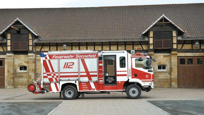 HLF-20-16-weisses-Fahrgestell-rote-Beklebung.jpg