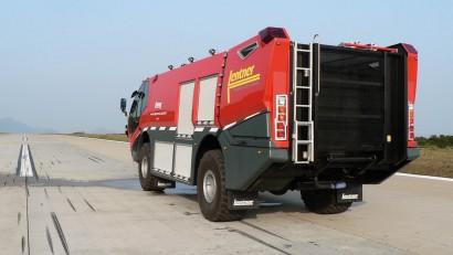 Lentner-FLF-Avenger-4x4-auf-Rollfeld.jpg
