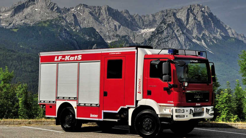 Lentner-LF-KatS-vor-grosser-Kulisse.jpg