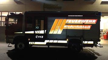 Reflektierende Beklebung von Lentner-Fahrzeug bei Dunkelheit