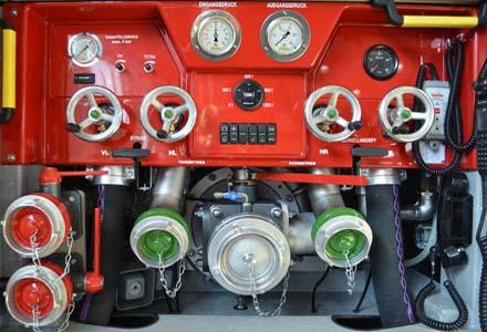 Pumpe ohne Verkleidung mit Blick auf die Verrohrung