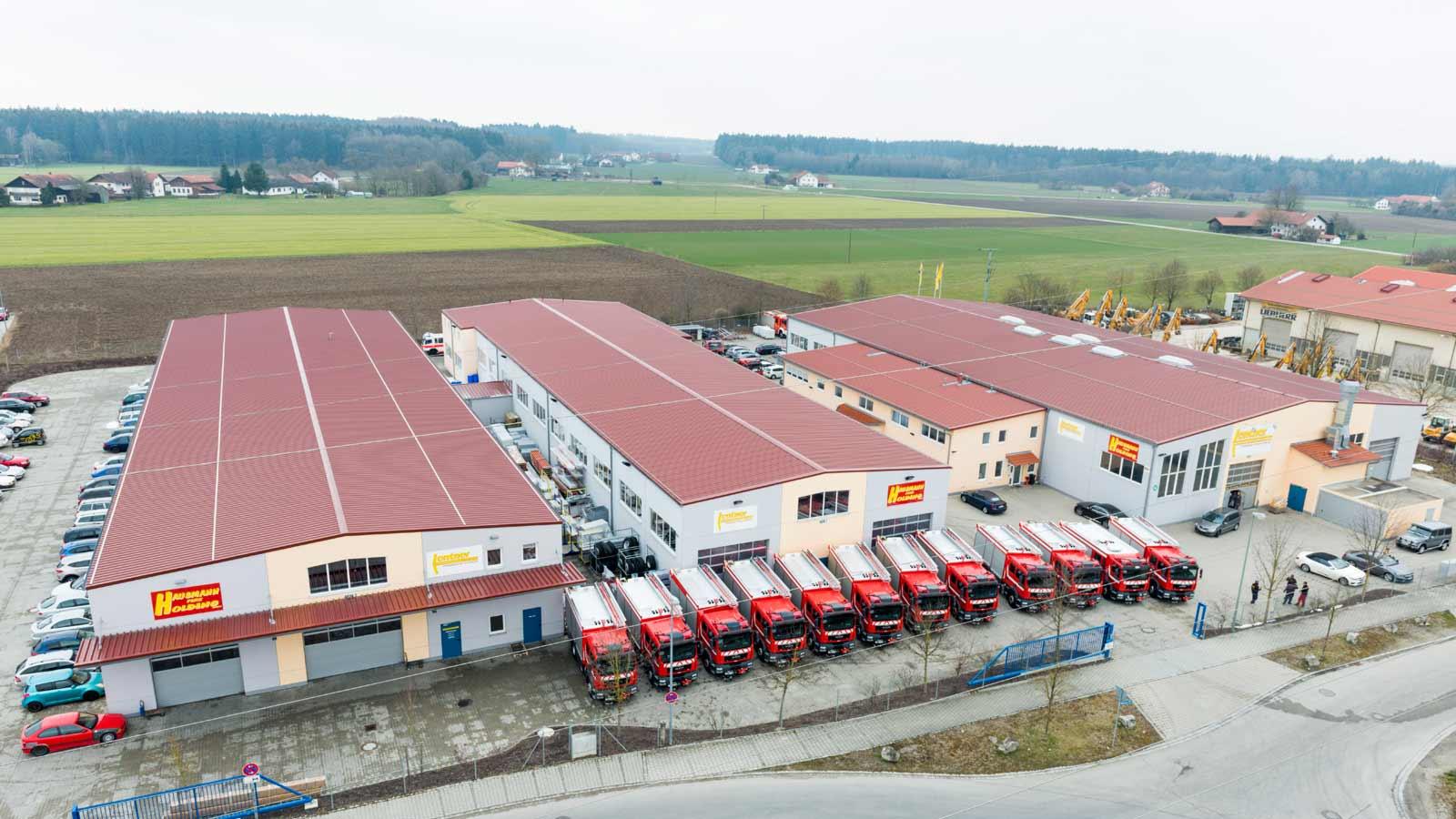 Lentner-Werkgelaende-mit-China-Fahrzeugen.jpg