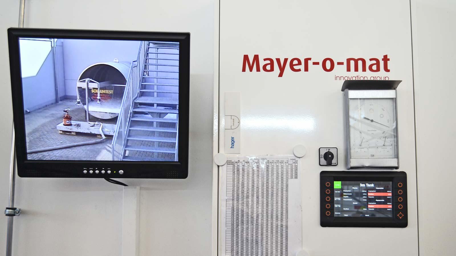 Monitor-und-Display-von-Pumpenpruefstand-und-Schaumtestanlage.jpg