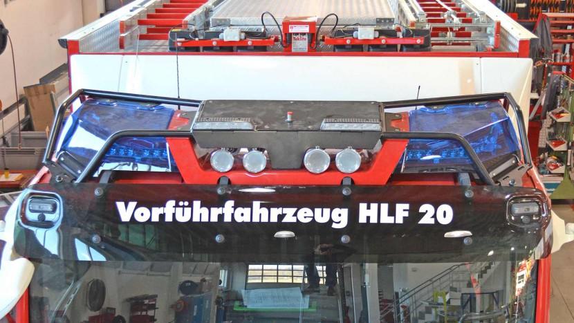 Neu-auf-Vorfuehrfahrzeug-Sondersignal-Dachkonsole.jpg