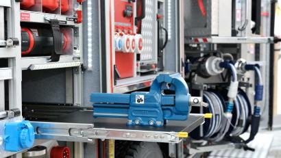 Ruestwagen-mit-eingebautem-Stromerzeuger-und-Schraubstock.jpg